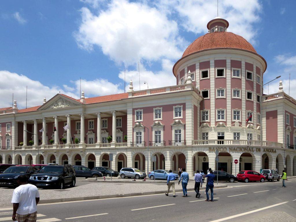 Luanda - A vertente económica continua a ser um dos grandes desafios das autoridades angolanas na análise dos 45 anos de Independência Nacional, conquistada a 11 de Novembro de 1975.